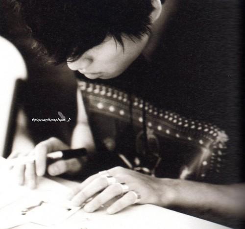 BIGBANG 1st PHOTOGRAPH COLLECTION [Extraordinary 20's]