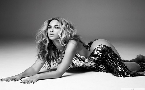 Beyonce Mrs Carter tourbook