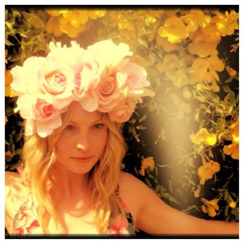 Candice's New Twitter profiel foto (May 2013)