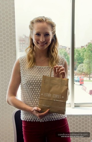 Candice visits 'Esther Cookies' in Spain [04/05/13]