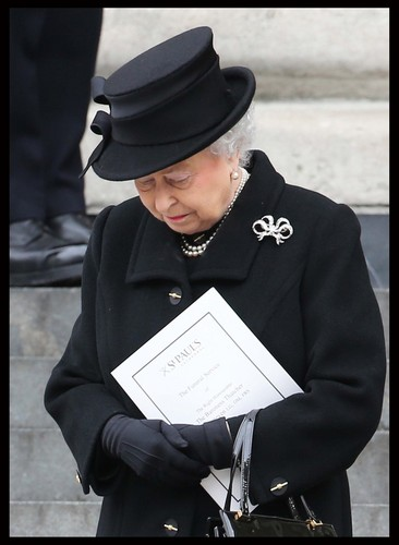 Ratu Elizabeth II kertas dinding entitled Ceremonial Funeral Services for Margaret Thatcher
