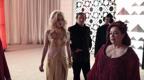 夏洛特 Sullivan as Duchess in ALICE