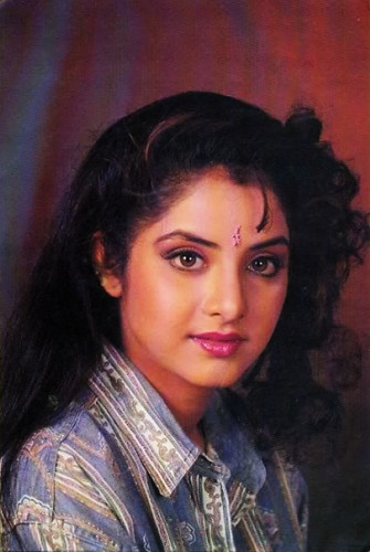 迪维亚·巴蒂(divya_bharti) 壁纸 possibly with a portrait entitled Divya Bharti