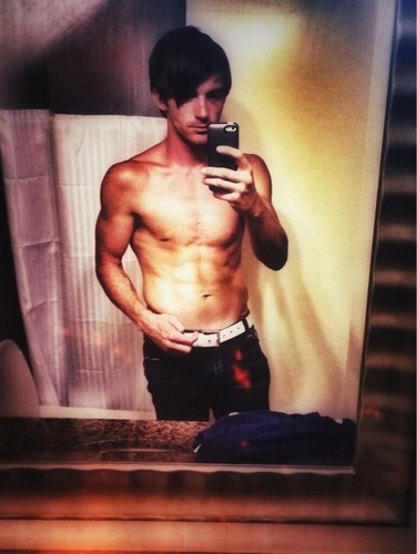 Drake Bell wallpaper possibly with a hunk and a six pack entitled Drake Bell Sexy Shirtless 2013