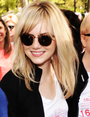 Emma Stone karatasi la kupamba ukuta possibly with sunglasses called Emma Stone★