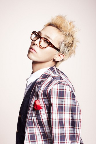 G-DRAGON for 豆 Pole [11.03.28]