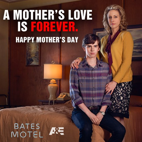 Bates Motel achtergrond possibly containing bare legs, a family room, and a living room titled Happy Mothers dag