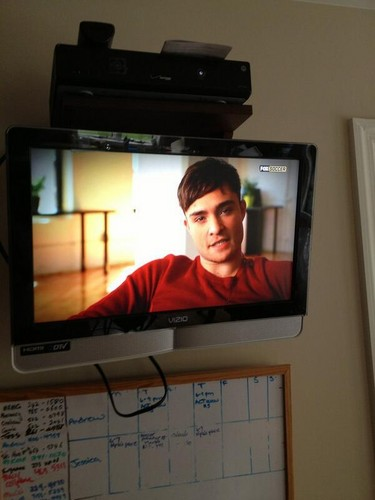 I come into the cocina only to see my dad watching @WESTWICK_ED talking about soccer!?! #chuckbass""