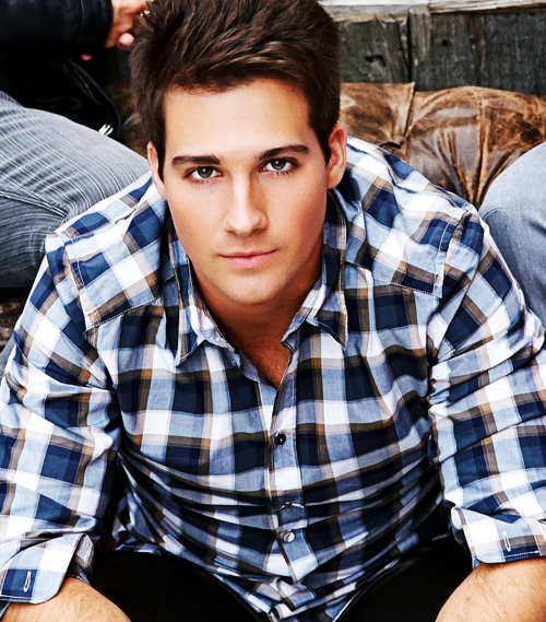 Is james from big time rush dating anyone