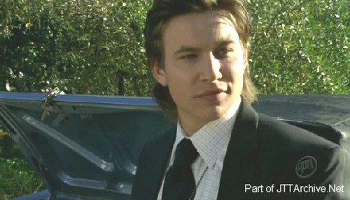 Veronica Mars hình nền probably containing an automobile called Jonathan Taylor Thomas in Veronica Mars
