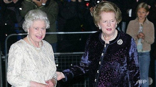 Queen Elizabeth II wallpaper possibly with a well dressed person titled Margaret Thatcher and Queen Elizabeth