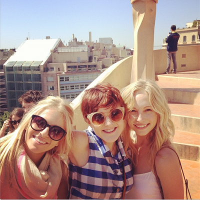 New Twitter pic - Candice with friends in Barcelona [06/05/13]