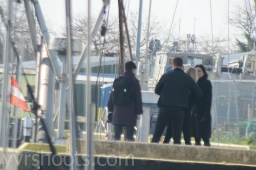 OUAT 2x22 Finale BTS Photos-'Cast On Hook's Ship!'