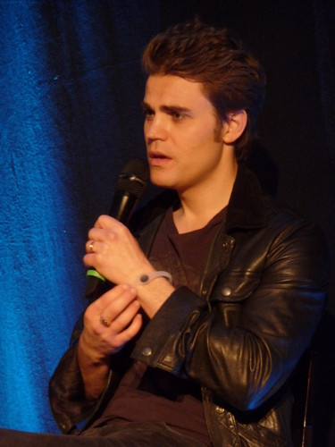 paul wesley fondo de pantalla possibly containing a concierto called Paul at Bloody Night Con europa - Brussels (May 2013)