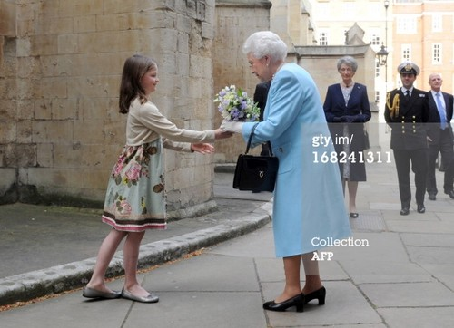 Ratu Elizabeth II kertas dinding with a jalan called Queen Elizabeth II at Temple Church in London on May 7, 2013.