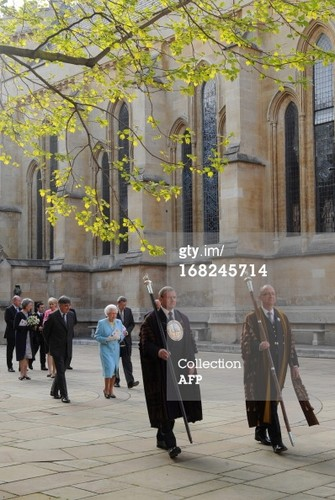 क्वीन Elizabeth II at Temple Church in लंडन on May 7, 2013.