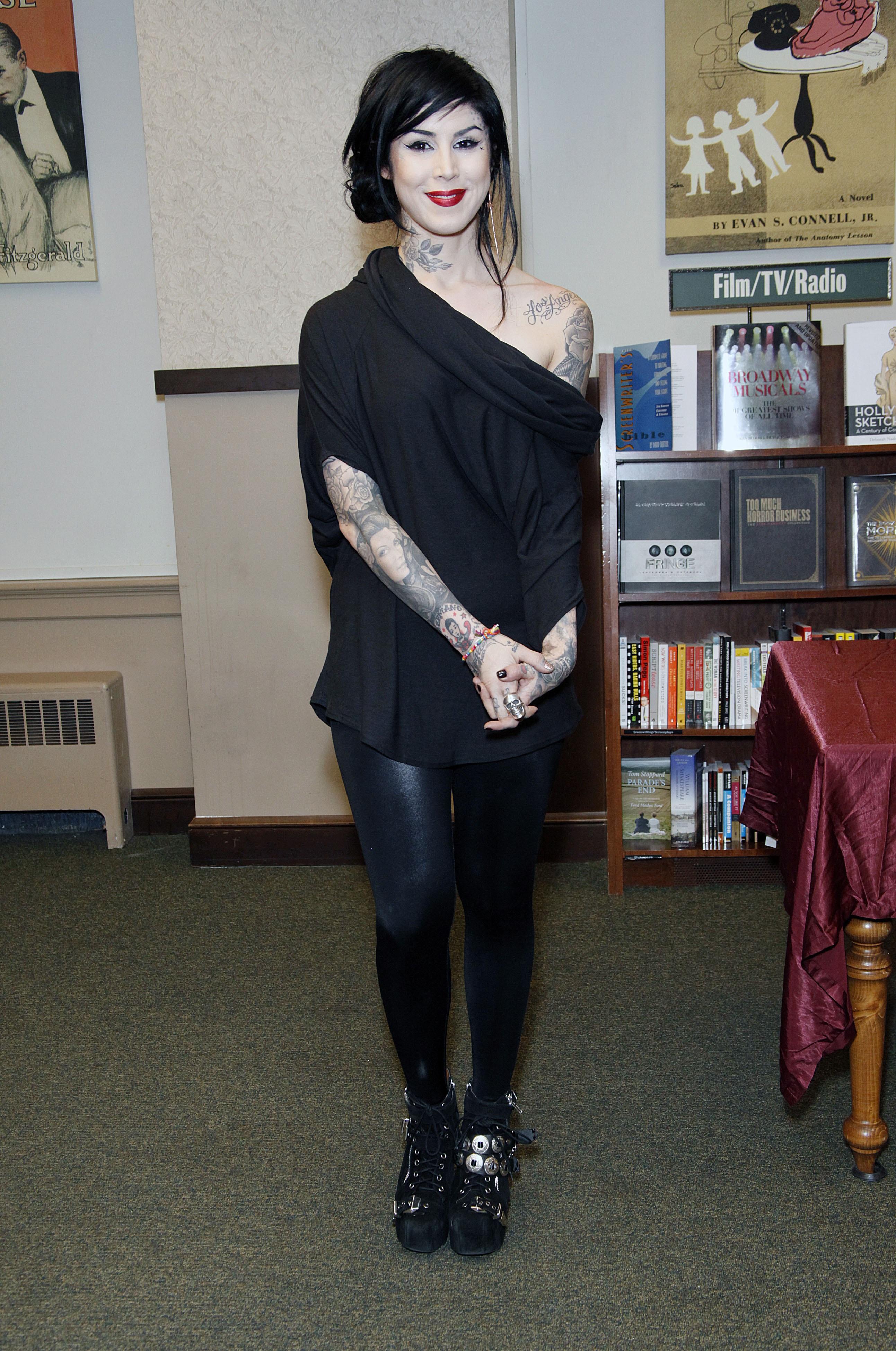book signing at Barnes & Noble in Philadelphia 2013 - Kat