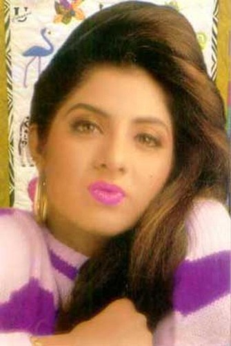 divya bharti پیپر وال with a portrait titled divya bharti