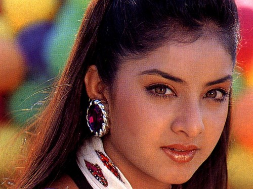ディヴィヤ・バラティ 壁紙 with a portrait titled divya bharti
