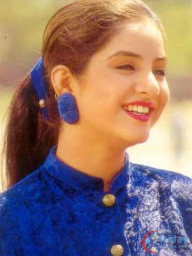 迪维亚·巴蒂(divya_bharti) 壁纸 possibly with a portrait titled divya bharti