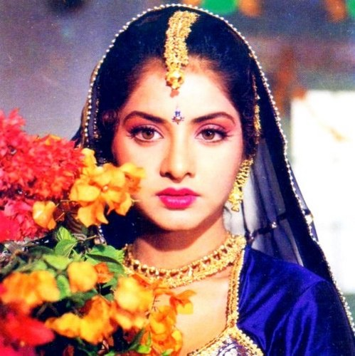 Divya Bharti Hintergrund possibly with a mantilla called divya