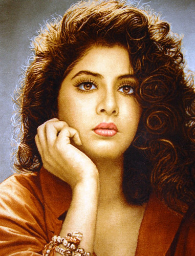 迪维亚·巴蒂(divya_bharti) 壁纸 possibly containing a portrait titled divya