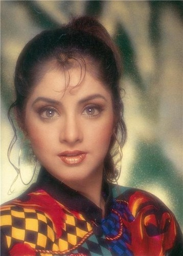 Divya Bharti fond d'écran containing a portrait entitled divya