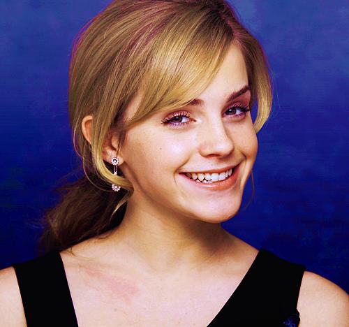 Emma Watson wolpeyper containing a portrait entitled emma