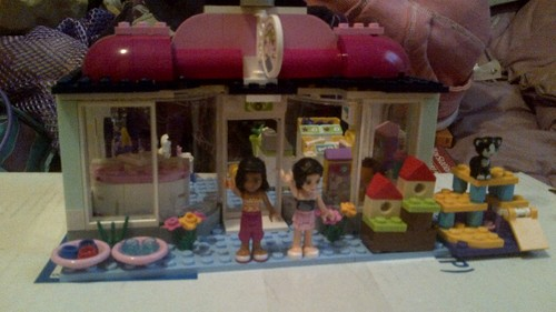 my lego pet salon :3