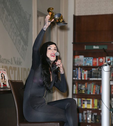 Kat Von D kertas dinding possibly with a living room and a family room entitled signs copies of her book at Barnes & Noble in New York City 2013