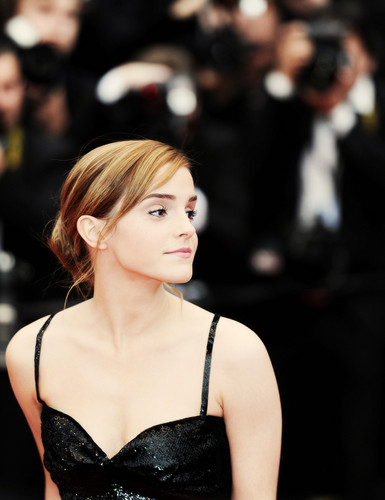 Emma Watson wolpeyper probably containing a portrait called ~Emma~