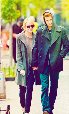 Andrew गारफील्ड and Emma Stone वॉलपेपर possibly containing an outerwear, a box coat, and a business suit entitled » andrew & emma «