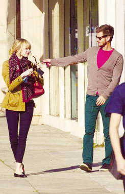 Andrew गारफील्ड and Emma Stone वॉलपेपर possibly with a hip boot titled » andrew & emma «