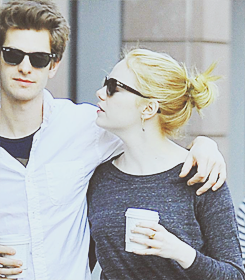 Andrew Garfield and Emma Stone karatasi la kupamba ukuta with sunglasses entitled » andrew & emma «