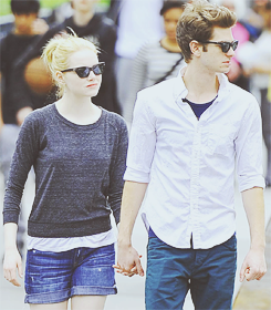 Andrew Garfield and Emma Stone karatasi la kupamba ukuta with sunglasses called » andrew & emma «