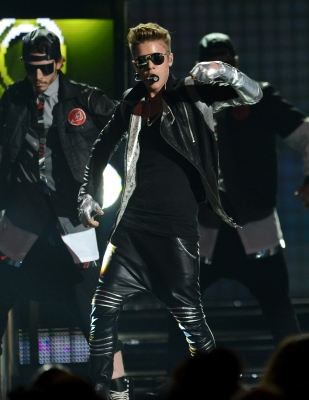 05.19.2013 Billboard Music Awards - Peformance