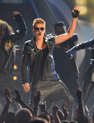 05.19.2013 Billboard Music Awards - Peformance
