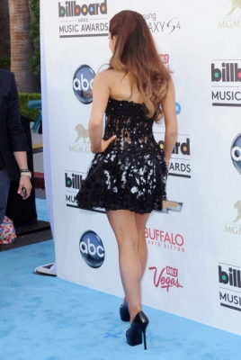 19.May - Attending the Billboard Musica Awards 2013 - Arrivals
