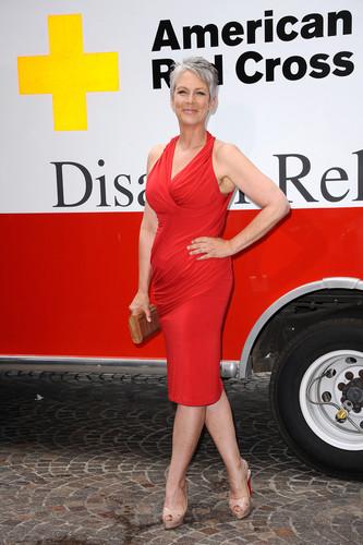 American Red vượt qua, cross Annual Red Tie Affair 2012