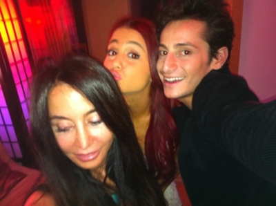 Ariana with family & Друзья