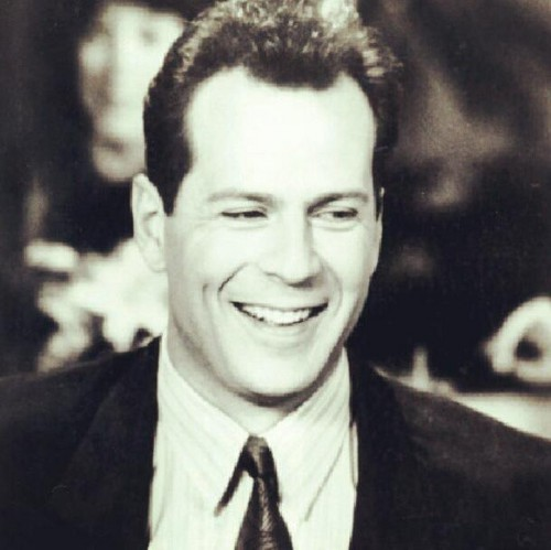 Bruce Willis wallpaper containing a business suit, a suit, and a dress suit called Bruce