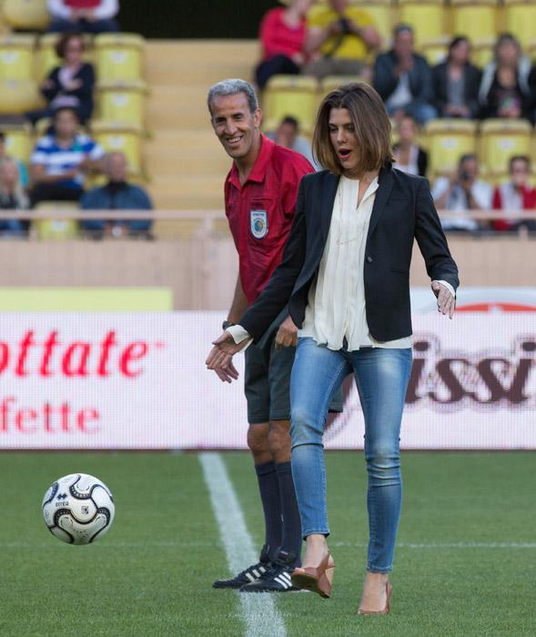 샬럿, 샬 롯 Casiraghi enjoys game of football in Monaco