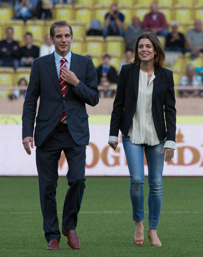 পুডিংবিশেষ Casiraghi enjoys game of football in Monaco