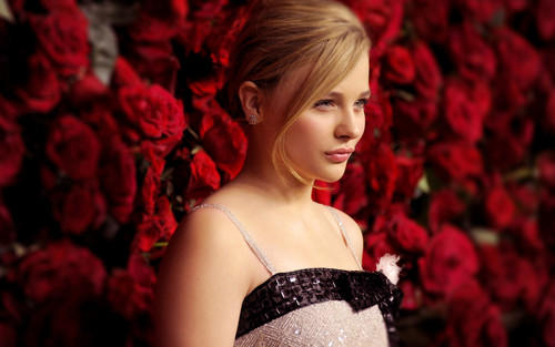 Chloe Moretz wallpaper probably containing a cena dress entitled Chloe Moretz