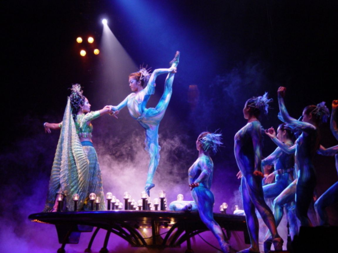 circue du soleil O by cirque du soleil is an whimsical and visually stunning show that transports audiences into a fantastical world of wonderment and awe with the use stunning acrobatics surrounded by air, fire and, most prominently, water.