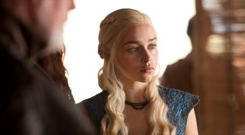 Daernerys Targaryen kertas dinding containing a portrait titled Daenerys Targaryen