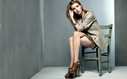 Emma Roberts wallpaper with bare legs entitled Emma Roberts