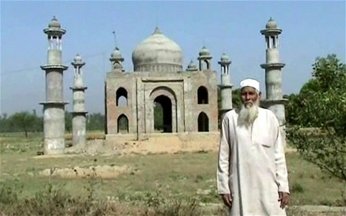 taj mahal wallpaper entitled Faizul Hasan Kadari built the Taj Mahal replica for his wife Begum Tajmulli who died in 2011