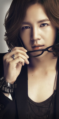チャン・グンソク 壁紙 possibly with a portrait titled Jang Geun Suk