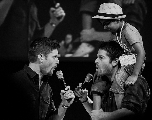 Jensen, Misha and a Young 팬